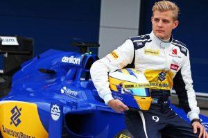 Bintang F1 Hampir Celaka Karena Tabrak Ayam Saat Ngebut