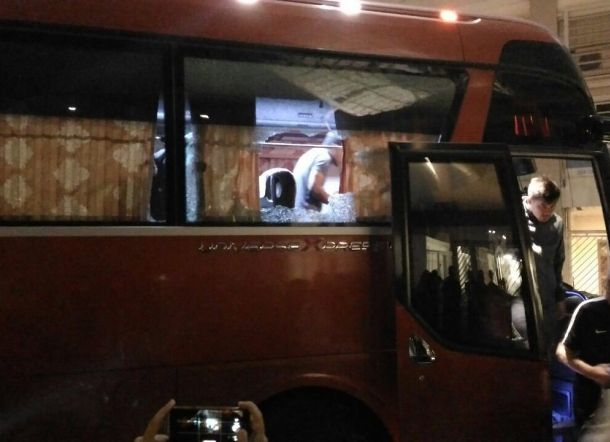 Bus Timnas Indonesia Di Terror Saat Ingin Kembali Ke Hotel